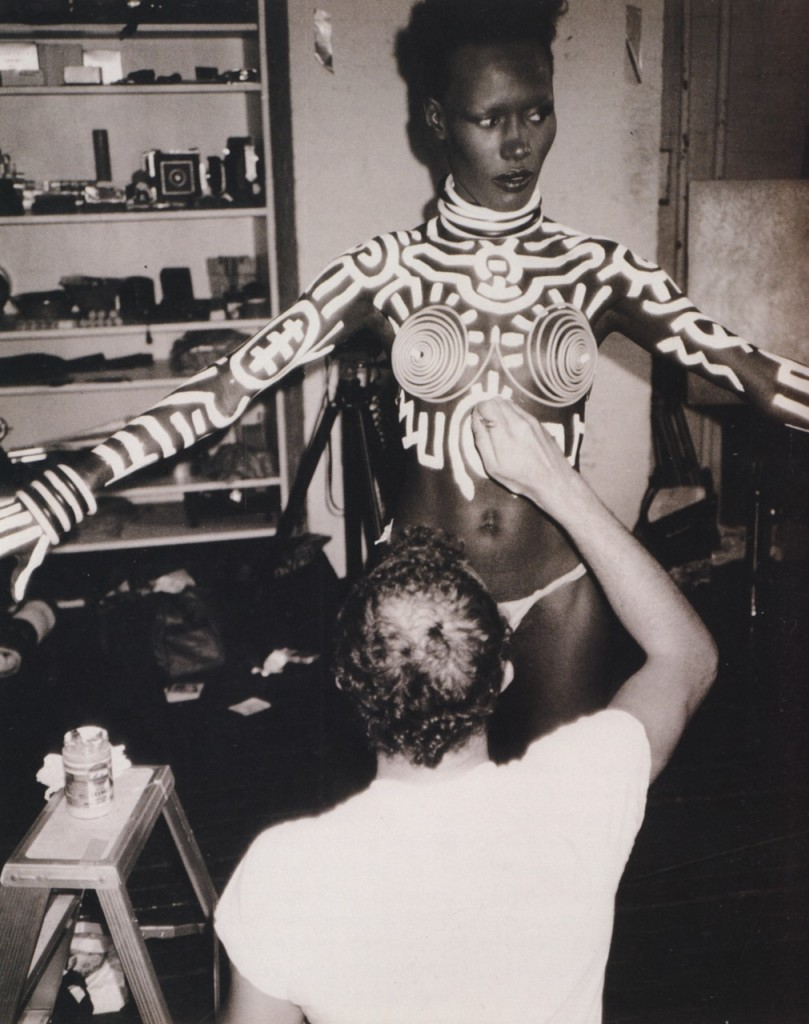 grace-jones-body-painted-by-artist-keith-haring1-809x1024